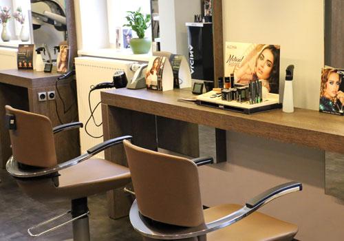 Kosmetik und Make up bei Friseur Guthy.